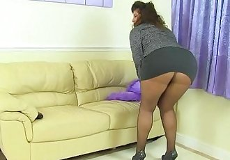 British milf Gilly doesnt wear knickers just tights todayHD