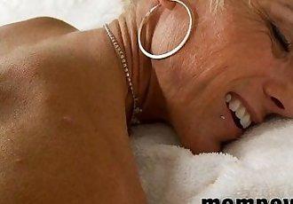 mature milf gets cumshot on her ass - 5 min