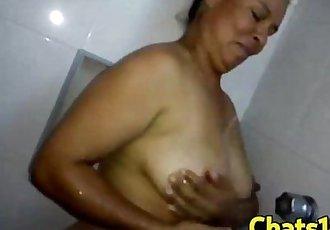 Madura Mexicana de Monterrey se masturba en la ducha - 58 sec