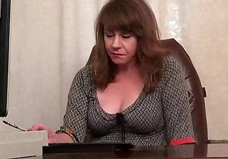 American milf Tracy works her nyloned pussyHD