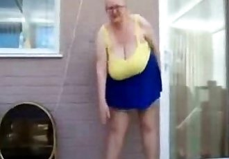 Outdoor exhibition of stupid granny. Amateur - 1 min 41 sec