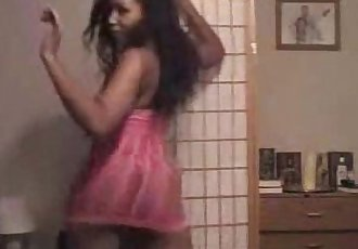Hot Black Chick Shaking Her Sexy Ass Booty - spankbang.org - 2 min
