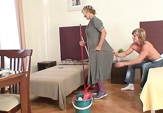 Cleaning mature woman rides his hard meat - 6 min HD