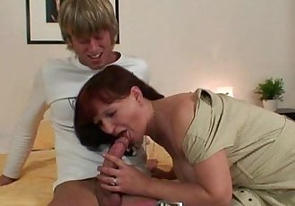 Oldie gets her hairy snatch plowed - 6 min