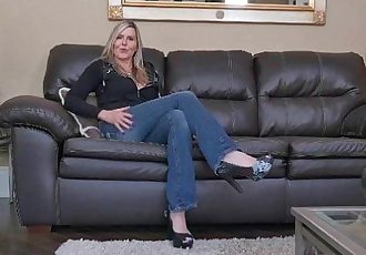 Canadian milf Velvet Skye slowly rubs her mature pussyHD
