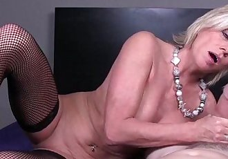Some milfs love handjobs - 6 min HD