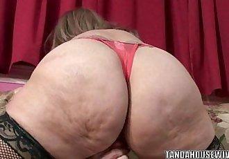 Mature slut Sandie Marquez stuffs her pussy with a toy - 6 min HD