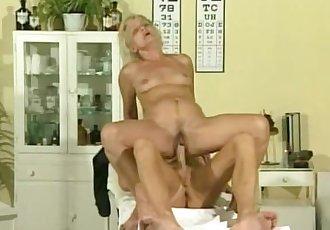 Sporty doc fucks mature blonde