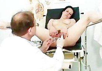Mature Helena perverted hairy pussy examination